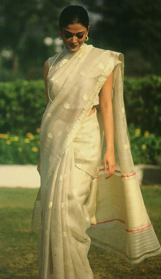 We have a soft corner for delicate silk sarees. Here's Aishwarya Rai in a cream bridal handwoven tissue silk saree by Ritu Kumar #indian #bridal