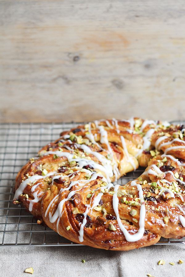PISTACHIO & CRANBERRY COURONNE ~~~ a couronne is a beautiful ring or crown-shaped loaf [France, Lyon] [figandhoney]