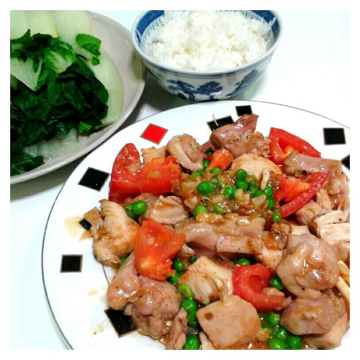 Quick and easy dinner - stir fry chicken with tomato and peas, and pak choy.