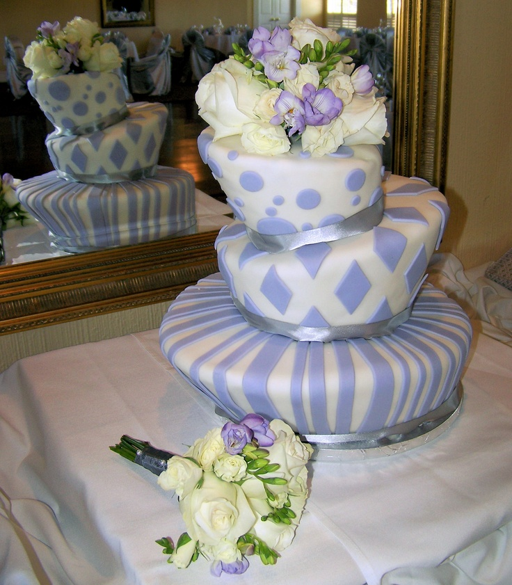 topsy turvy wedding cake stand 247 best images about topsy turvy cakes on 21067