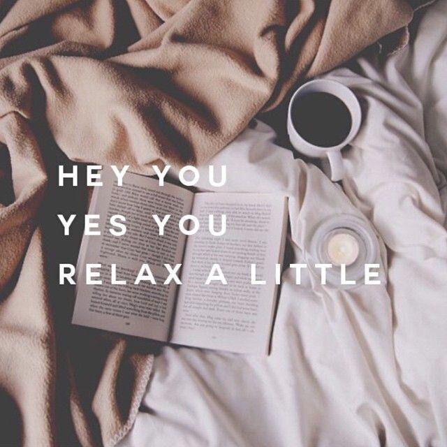 Ogni tanto dovrei rilassarmi...un libro una tazza di caffe' e l' incanto inizia...