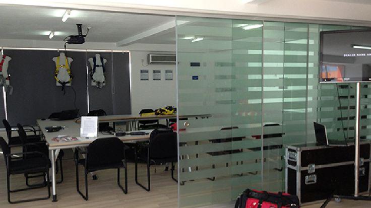 http://www.glass-elements.ro/produse/compartimentari-interioare/