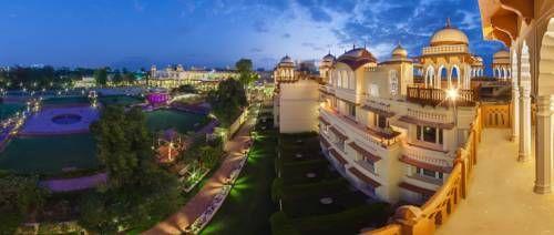 Jai Mahal Palace - Installé sur 7,2 hectares de magnifiques jardins moghols, le Jai Mahal Palace vous accueille dans une demeure historique datant de 1745. Adresse Jai Mahal Palace: Jacob Road, Civil Lines 302006 Jaipur