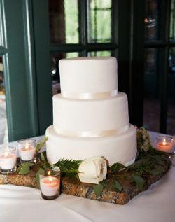 plain and simple wedding cake