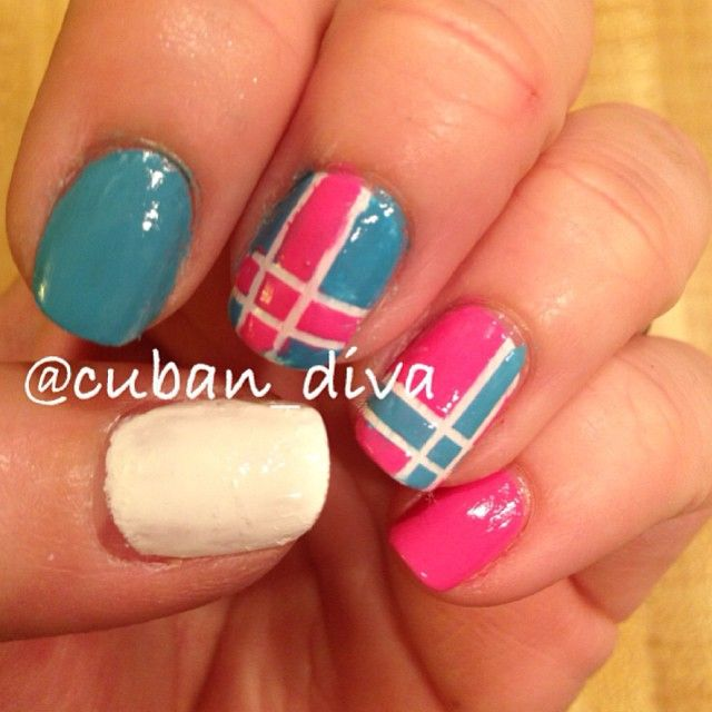 We actually think these are our favorite nails ever from @cuban_diva