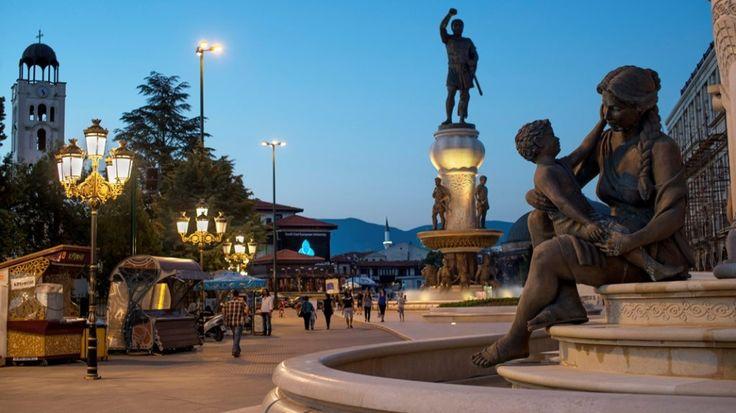 I Skopje møtes øst og vest, gammelt og nytt. FOTO: JONAS GRATZER