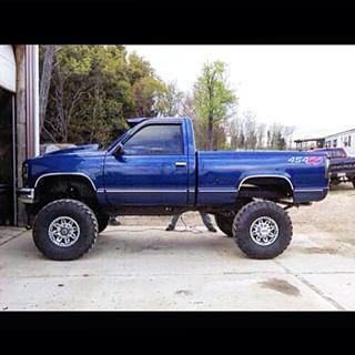 "@that_blue_single_cab's  1993 Chevrolet Silverado 11"" of lift on 37's  454 big block 4 barrel Comp cam 4 speed Pittbull chip"