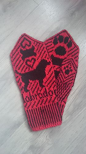 Ravelry: Labrador Mittens pattern by AvaAdore