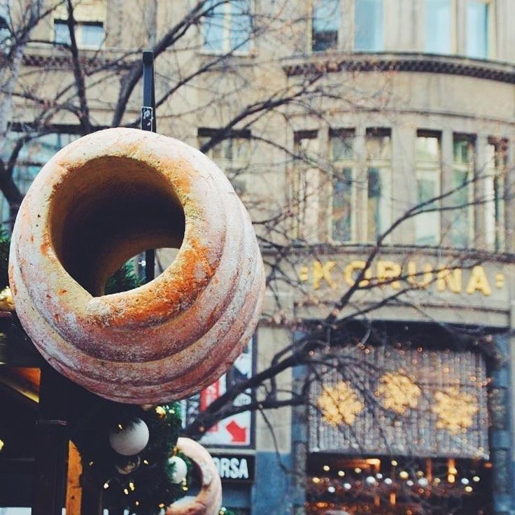 #LocalsKnow there's more to the #DonutIceCream than meets the eye. You may have already heard of #Prague's latest craze but our locals @pragueurbanadventures are here to set the record straight. First off this is no donut it's called a #Trdelnik (say turtleneck quickly for a sneaky Czech pronunciation) and it's a fresh bun that's baked not deep fried over a burning fire. Although modern versions are topped with ice cream or Nutella Czech food purists prefer it as is hot and fresh with a bit…