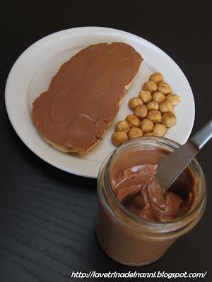 crema spalmabile al cioccolato al latte e nocciole