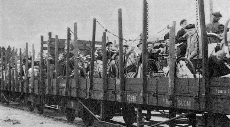 Evacuees from Karelia loaded on railway wagons