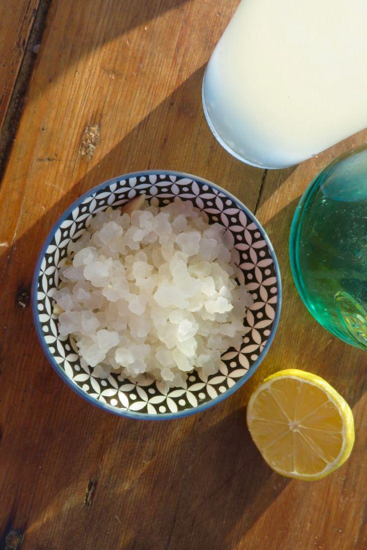 Ici, dans la coupelle, des grains de Kéfir d'eau. Ils sont translucides, contrairement aux grains de Kéfir de lait, qui sont blancs et ressemblent à du chou-fleur.