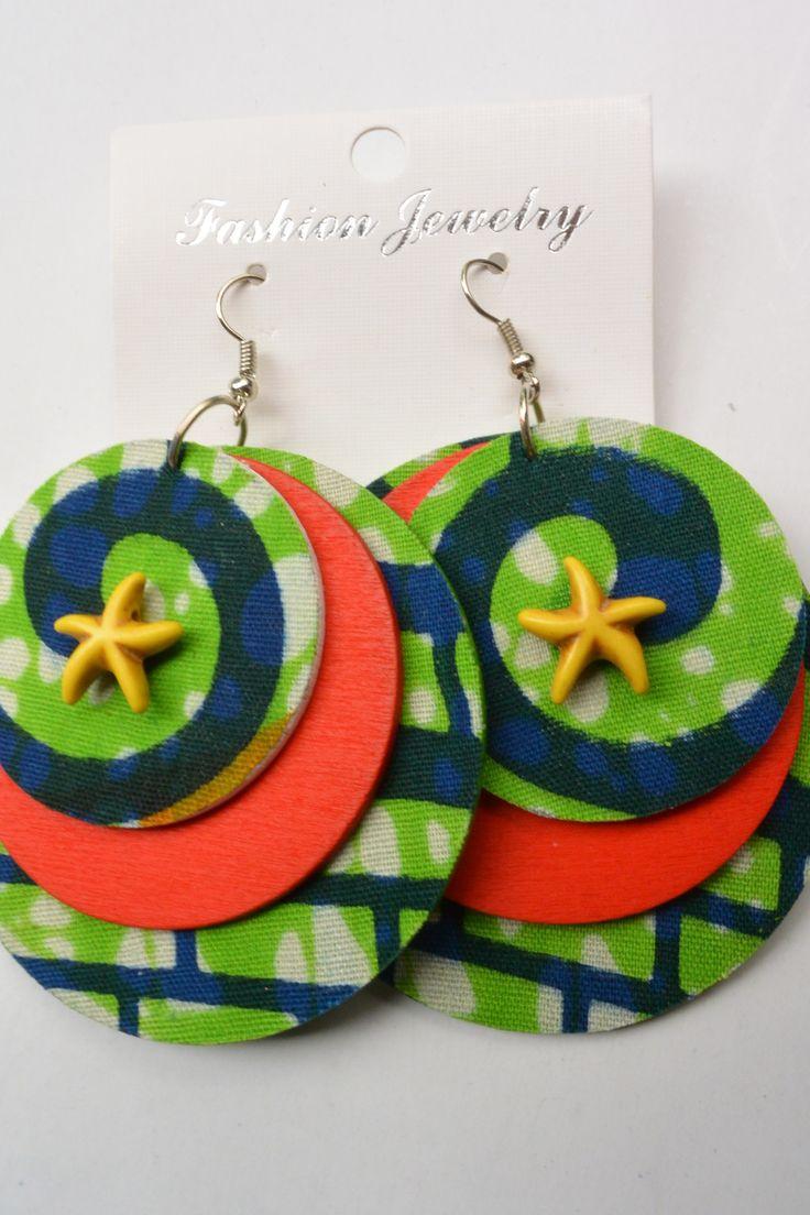 www.cewax.fr love this ethnics earing ethno tendance, style ethnique, #Africanfashion, #ethnicjewelry - CéWax aussi fait des bijoux : https://www.alittlemarket.com/boucles-d-oreille/fr_boucles_d_oreille_en_tissu_africain_a_motif_-9729985.html - BOUCLES D'OREILLE RONDES EN WAX VERT : Boucles d'oreille par wax-mania