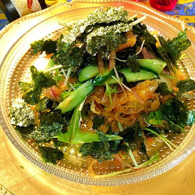 まあやちゃんのパーティーで教わったマリネで、めちゃくちゃ感動してリピです。 お刺身のかわりに中華くらげをいれました。 作ったその日も、次の日はまたさらに味が染み込んで美味しいんです! - 127件のもぐもぐ - まあやちゃんに教わった!         自家製キムチとお刺身サラダ     海苔たっぷり♡                           黄身ソース付き by 1125shino