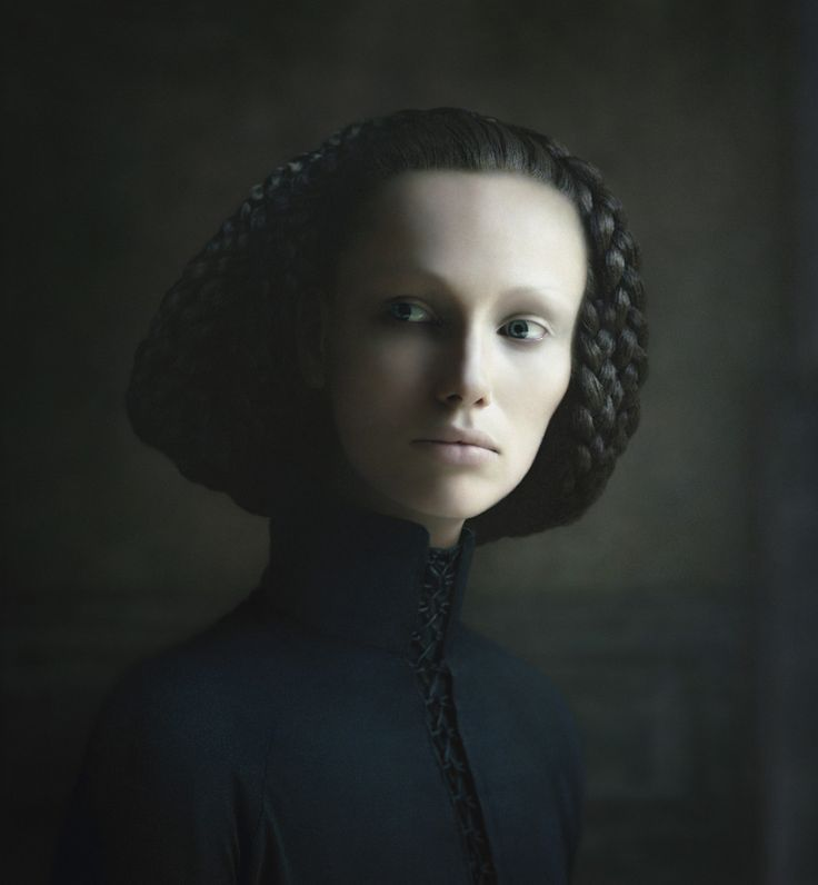 Фотопортреты Дезире Долрон, похожие на картины голландских живописцев http://kleinburd.ru/news/fotoportrety-dezire-dolron-poxozhie-na-kartiny-gollandskix-zhivopiscev/  Дезире Долрон входит в число самых успешных современных фотографов из Нидерландов. Фотосерия «Xteriors» включает в себя портреты, напоминающие стиль Яна Вермеера, Рембрандта и Рогира ван дер Вейдена. Одна из её работ ушла с аукциона «Кристис» за 160 000 долларов. Дезире Долрон (Desiree Dolron) родилась в 1963 году в Харлеме…