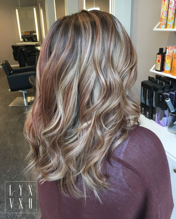 Curly hairstyles with trend haircolor #lyxvxo #oliverabobuiescu