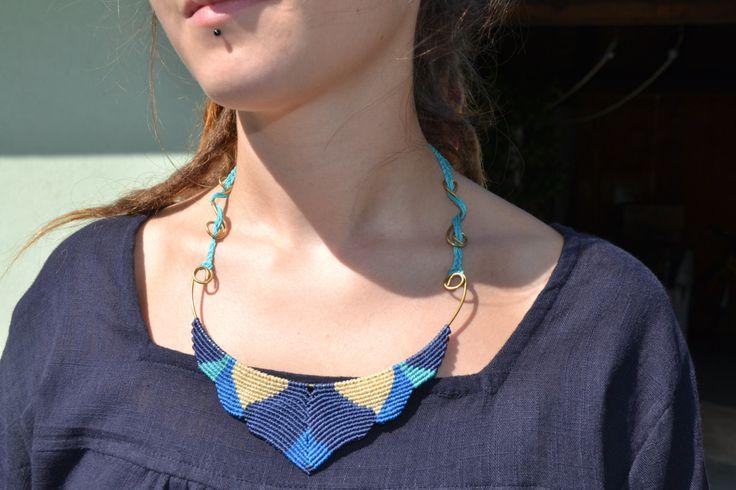 Collana Macramè fatta a mano su base in ottone, gioiello blu di EthnicMacrame su Etsy