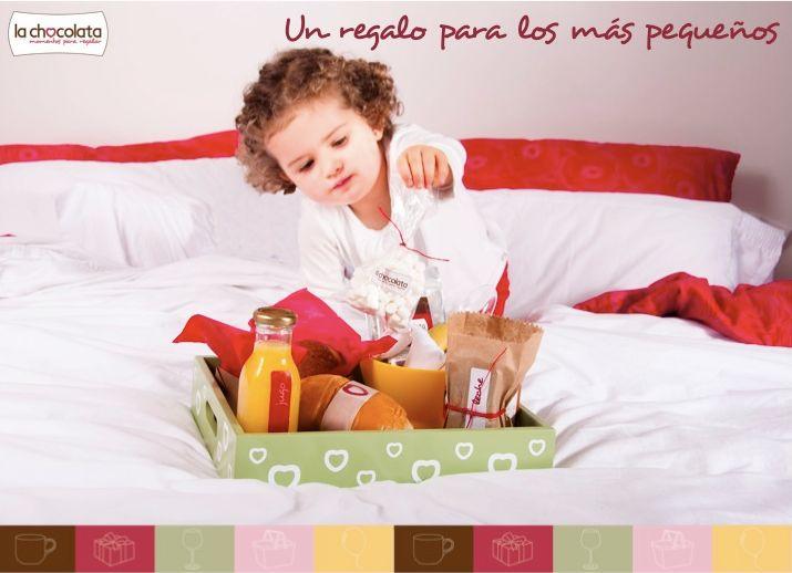 Por que La Chocolata también piensa en los niños  La Chocolata mini, es un desayuno que incluye lo que más les gusta a los niños: jugo recién exprimido, cereal con leche y banano, marshmallows y chocolate caliente, dos mini sánduches de jamón y queso, un delicioso pan de chocolate recién horneado y un racimo de bombas --> http://ow.ly/v14d3