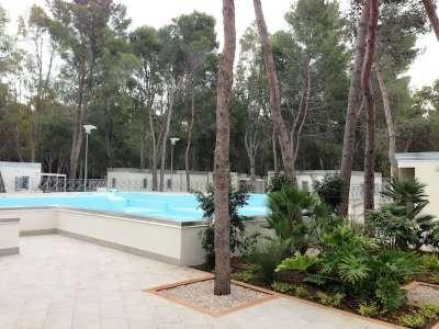 Sira Resort - Basilicata. Eco villaggio Sira Resort sorge a Marina di Nova Siri, in Basilicata, da un'idea per uno stile di vita salubre e in armonia con l'ambiente, è questa la nuova tendenza che ci porta alla riscoperta della sobrietà e del rapporto tra l'uomo e la natura.