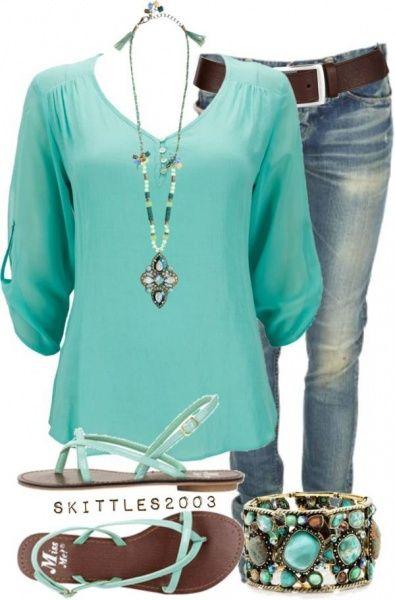 I love this color #mint. Love the 3/4 sleeve and the v neck.