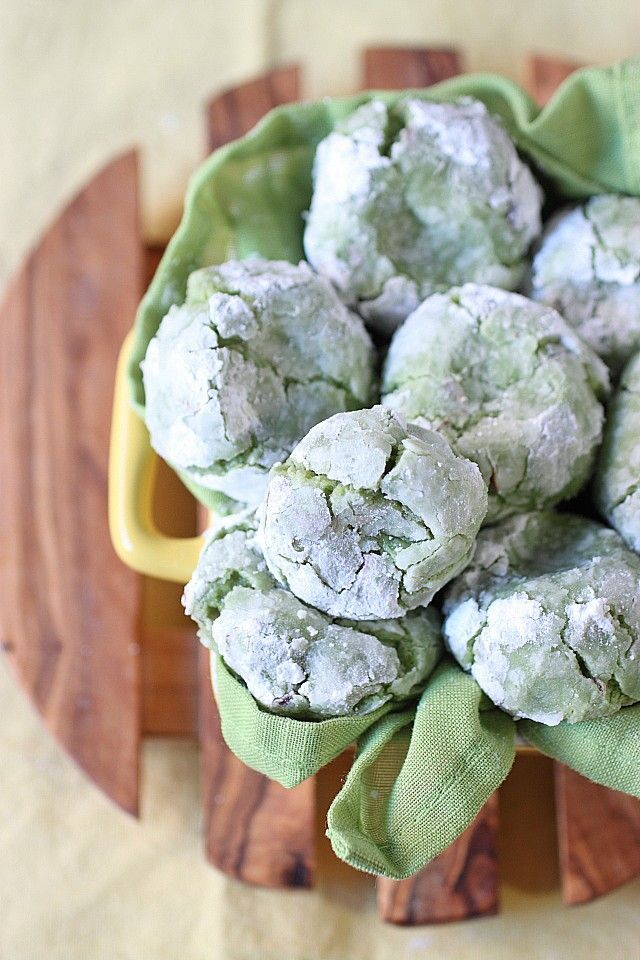 Green Tea Vanilla Bean Almond Crinkle Cookies {mind-over-batter.com}