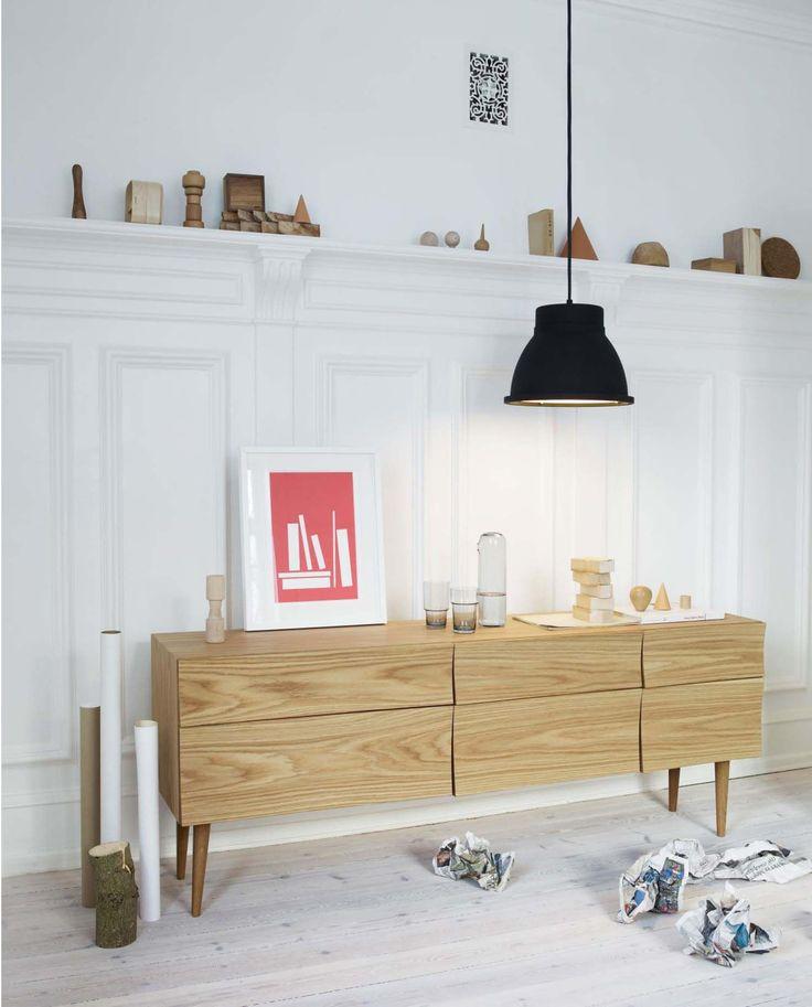 Anrichte Reflect, Eiche von Muuto finden Sie bei Made In Design, Ihrem Online Shop für Designermöbel, Leuchten und Dekoration.