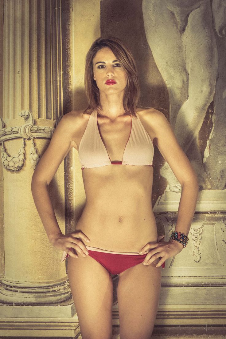 Reversible bikini by IS Clothing. Find Special Christmas Gift ideas on: http://www.glooke.com/catalog/IS-CLOTHING-bikini-reversibile-triangolo-LAURA-grigio-fuxia