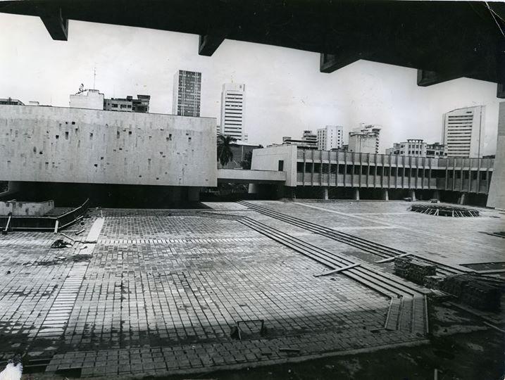 Construcción de la Plazoleta del C.A.M