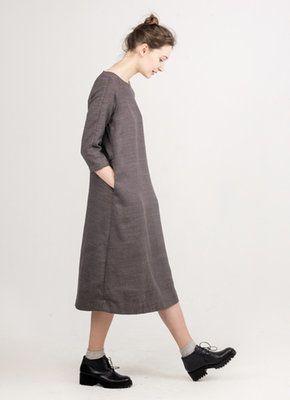 Льняное серо-коричневое платье миди покроя реглан