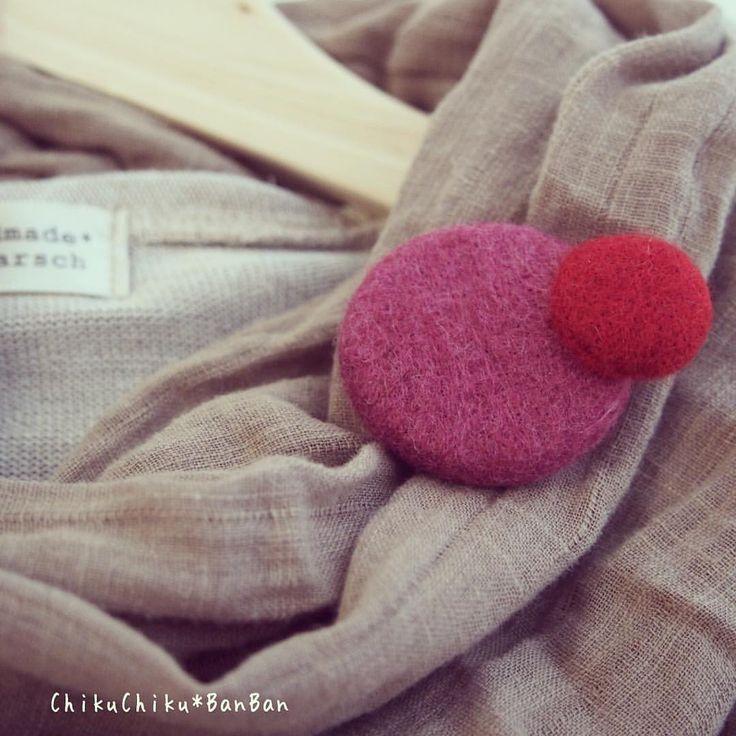 マルとシカクとサンカクと。 #マル #赤 #ブローチ #brooch #羊毛 #chikuchikubanban