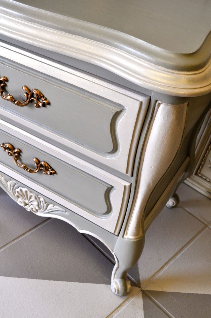 Amy Howard's One-Step Paint. Colors: Hugo Grey and Linen. Available at High Country Lumber.