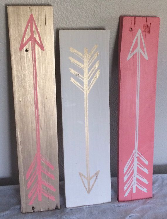 Vintage Arrows Set of 3 // Wood Signs // Gold por BlueTimberSignCo