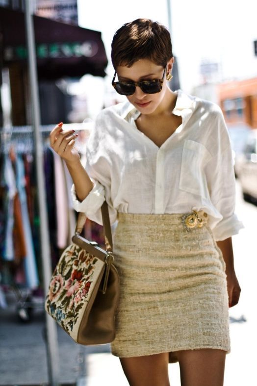 Adding pins to the waistband of a skirt adds a touch of glam to any outfit #pins #makeover