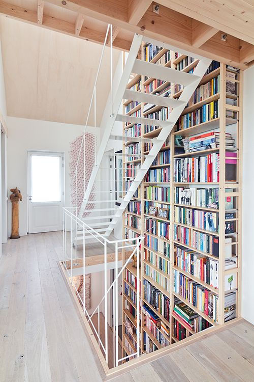 A second picture of the floor-to-ceiling Lundia shelves