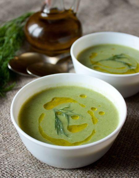 Давно уже я обещала расширить ассортимент супов-пюре и крем-супов в блоге. Вношу очередную лепту - милый, нежный и такой зелененький крем-суп из брокколи. В составе нет ни молока, ни сливок, но вкус получается нежно-сливочный. Прям загадка какая-то. Мне этот суп понравился просто безоговорочно. Если вы любите брокколи - это, несомненно, ваш вариант.Куриный бульон в составе [...]