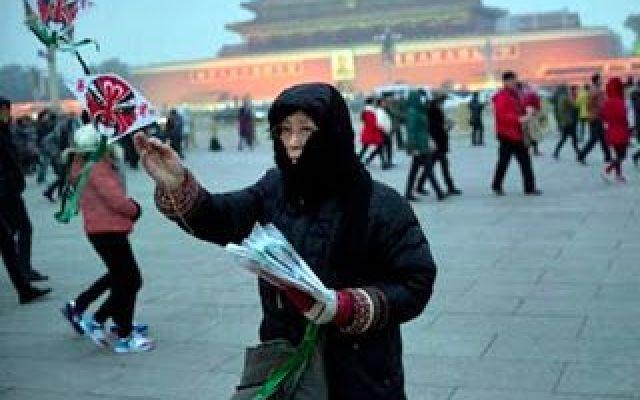Pechino: inquinamento ai livelli storici Il Ministero per la Salute e l'ambiente ha inviato squadre per controllare le emissioni illegali da parte delle fabbriche in diverse città della Cina, anche in passato, le autorità avevano fatto chiu #pechino #cina #inquinamento #ambiente