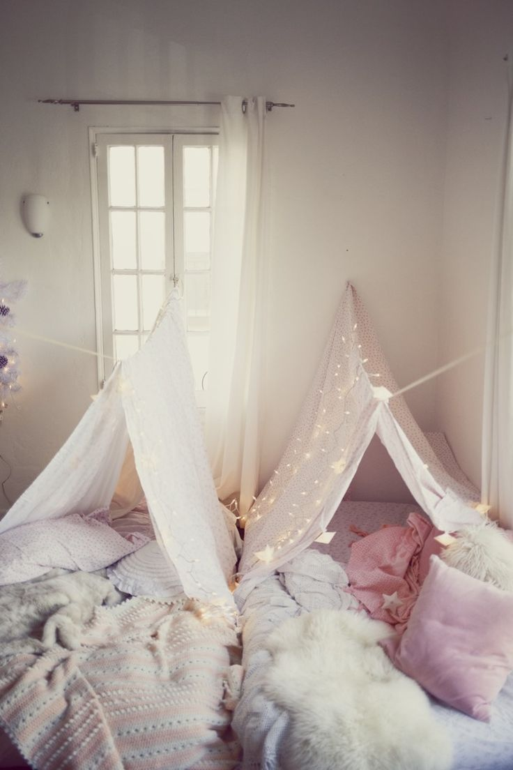 Christmas forts for show me your Mumu, by Kimberley Gordon. Dreamy shabby chic tents, made at home, pink, white, fluffy sleepover ideas.