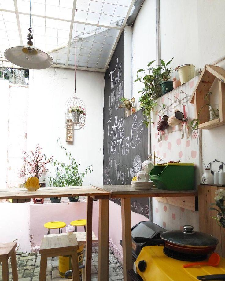 Belom bisa posting bagian lainmasih tahap renovasi jangan bosen-bosen ya bu ibu... #instapic #instalike #instaphoto #instadaily #rumahkuning #rumahbayi #rumahku #rumahmungil #rumah #interiorrumah #interior #dekorasirumah #homedecoration #littlekitchen #kitchen #dapur #dapurkecil #tinyhouse