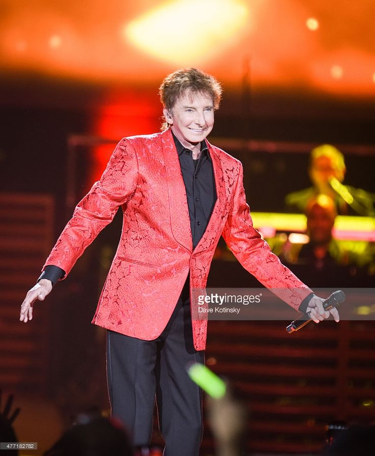 Barry Manilow performs at Prudential Center on June 14, 2015 in Newark, New Jersey.