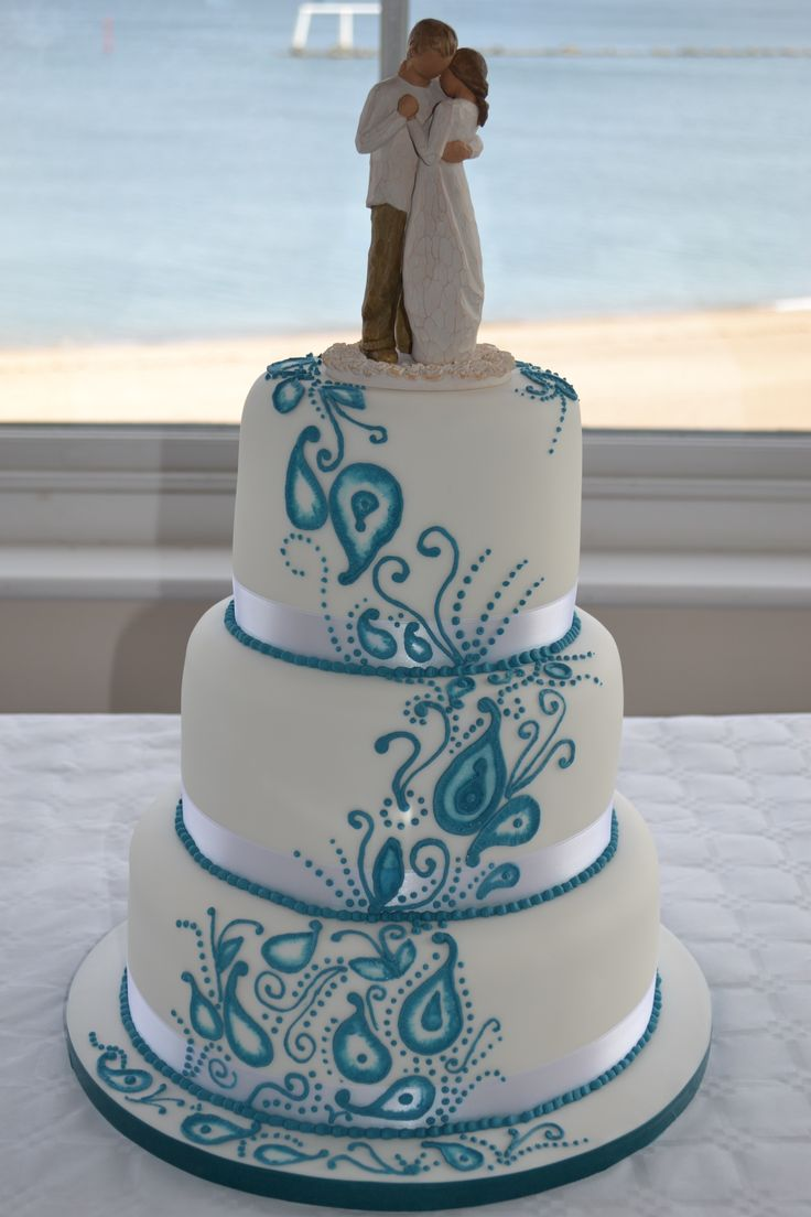 Blue paisley wedding cake www.azombiestolemycupcake.co.uk