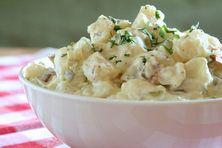 Šéfkuchař restaurace Grand Cru Jan Punčochář nám předvedl, jak se dělá vynikající bramborový salát s domácí majonézou.