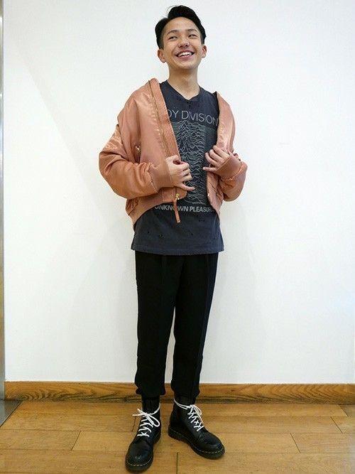冬先取り  ナイロンボンバージャケット (Gap/Color:ピンク/¥8,900/ID:906460/着用サイズ:L) Tシャツ (Gap/Color:グレー/¥3,900/ID:154300/着用サイズ:S) クレーププリーツジョガーパンツ (Gap/Color:ブラック/¥6,900/ID:834362/着用サイズ:XXS) シューズ (Dr.Martens)  ■Gapストア 新宿Flags店 http://mobile.gap.co.jp/stores/sp/store.php?shopId=36163816 ■オンラインストアはこちら http://www.gap.co.jp/browse/subDivision.do?cid=5063 ■GapストアスタッフコーデをWEARで見る(Men) http://wear.jp/gapjapanmen/