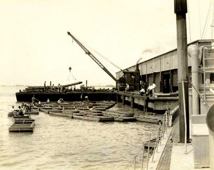 https://flic.kr/p/dTfUUG | loading John boats at Baton Rouge-2    4 May 1927