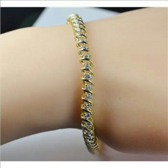 """1HR 14k YG bracelet w quality diamonds, NWOT Valued at $3,000.  Wow!  I'm at $799..now cost. What a deal! ~~12.40 grams 14k YG.  ~~Diamond 2 carats t.w., color: H - I, clarity SI1 -SI3 ~~ 7.5"""" long. Width: 5.30 mm  Stamped 14k.  ~~Its beautful & a good price, guaranteed. ~~ Diamonds are worth the price alone. Gold is worth as much! 28 grams is roughly one ounce, gold is around $1,000 at time posted.  Diamonds add so much more value!..  ~~In excellent NEW condition. Bought auction/store…"""