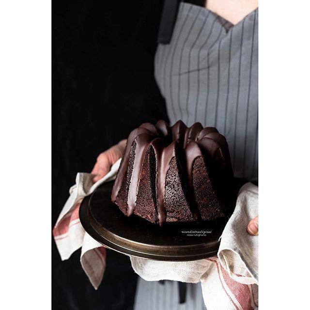 Torta al caffè ☕️ e arancia con glassa vellutata al cioccolato 🍫 e succo di arancia 🍊 una bontà pazzesca 😍 . . . #nordicware #photooftheday #instamoment #instapicture #instaphoto #instagramers #instagood #instafood #instadaily #food #foodphotography #foodstyle #foodpics #photosession  #vscofood #vscomood #vscogood #vscomade #ifoodit #igersmilano #igersitalia #bloggallineincucina #ricordietradizioni #thefeedfeed #f52grams #globyfood #top_food_of_instagram #theartofslowliving #chocolate