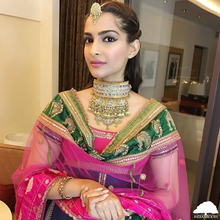 #Sonam #Kapoor looking stunning in this #Anuradha #Vakil outfit worn for a wedding in #Oman.