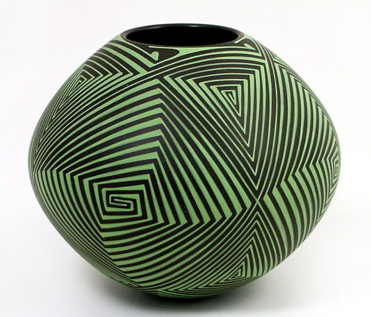 Hand-painted lines in a natural green pigment. Wow. This will get visitors in your house talking. Doesn't need a thing in it! Source / Mata Ortiz Gallery, mataortiz.com