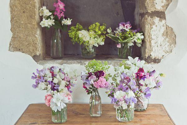 Sweet pea wedding flowers.  http://www.lovemydress.net/blog/2013/11/grace-kelly-inspired-bride-sweet-pea-wedding-flowers.html
