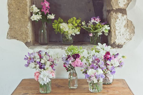 Sweet pea wedding flowers.  http://www.lovemydress.net/blog/2013/11/grace-kelly-inspired-bride-sweet-pea-wedding-flowers.html