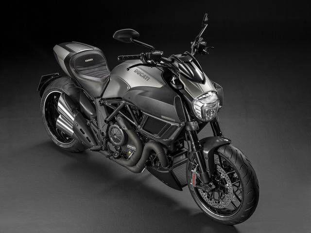 L'esclusivo Diavel Titanium arriva nei #Ducati Store